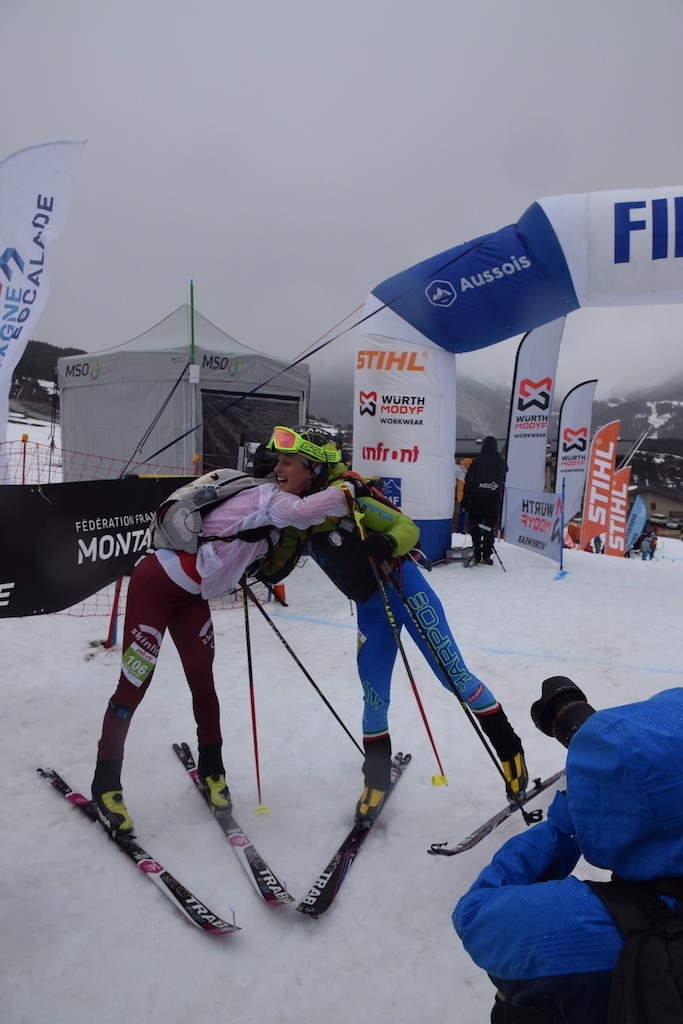 Ski-mountaneering je mešavina skijanja, planinarenja i trčanja i nimalo nije lak, ali izgleda da to ne predstavlja problem lepšem polu