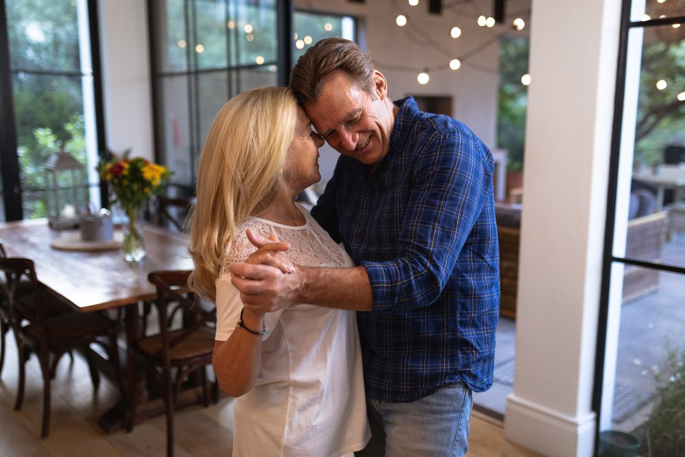 Kako da se volimo ako strepimo od zagrljaja i poljubaca