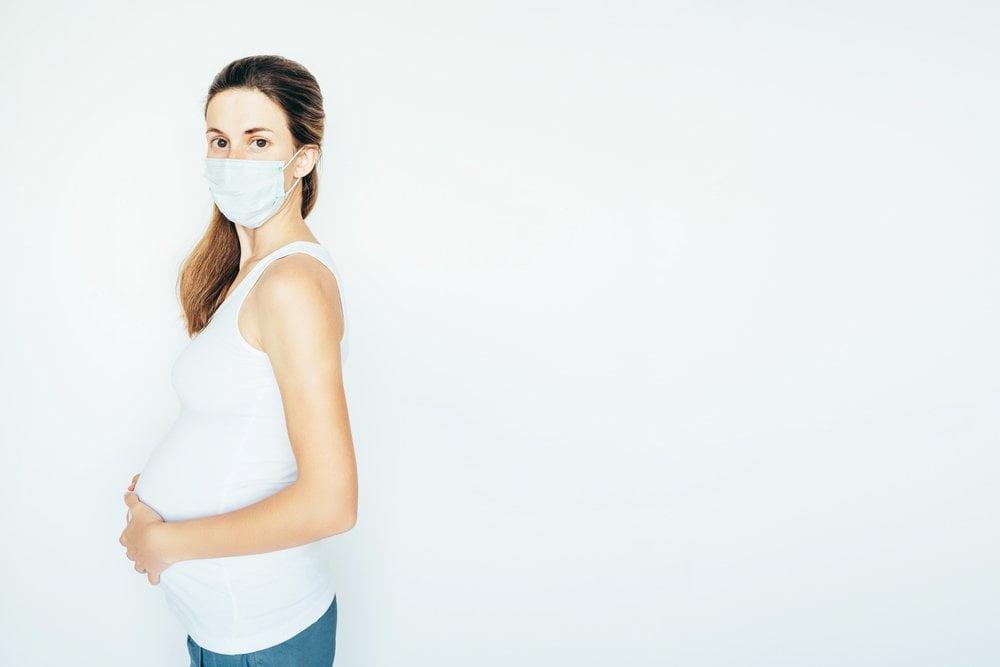trudnica sa maskom protiv korone