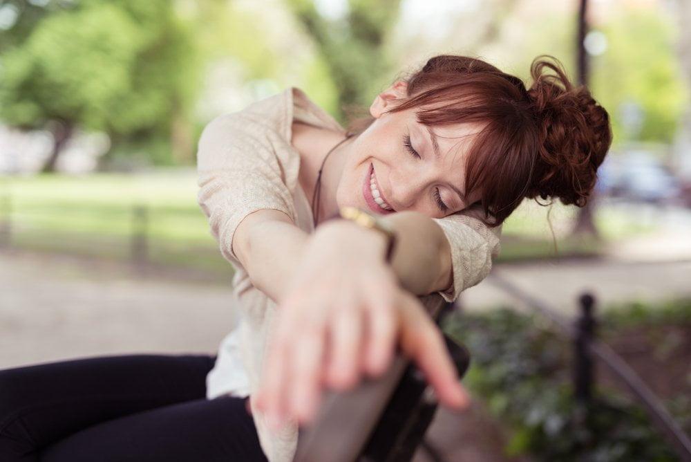 devojka odmara dusu