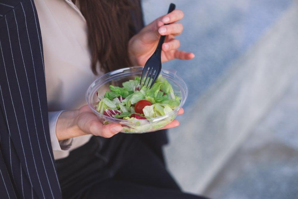 rucak za poneti - salata u ciniji
