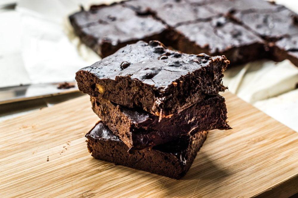 čokoladni kolač od rogača