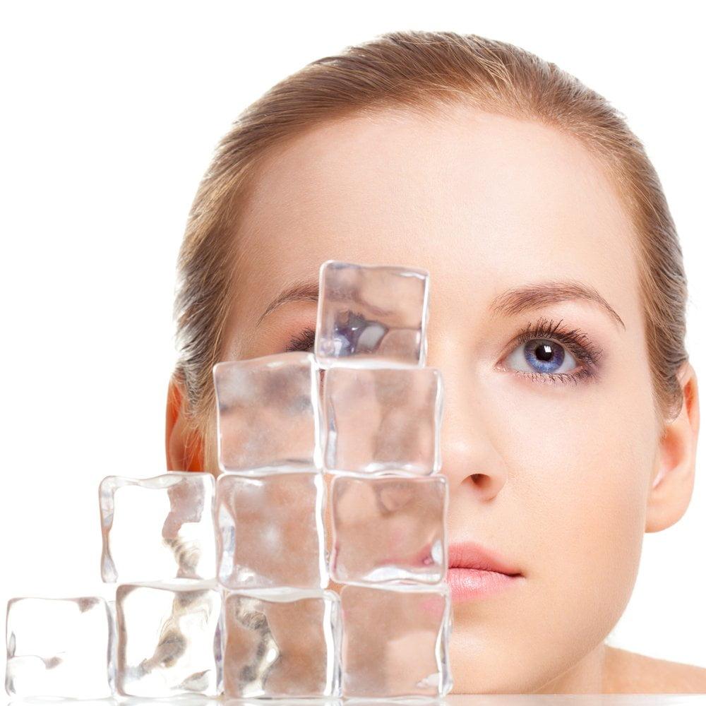 led na licu žene