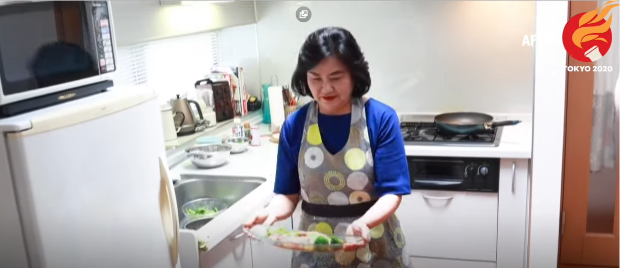 Japanese woman serves up nutritious dish for Olympic athletes