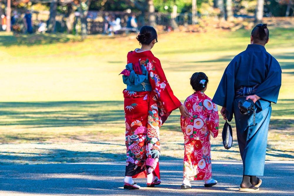 porodica u kimonima