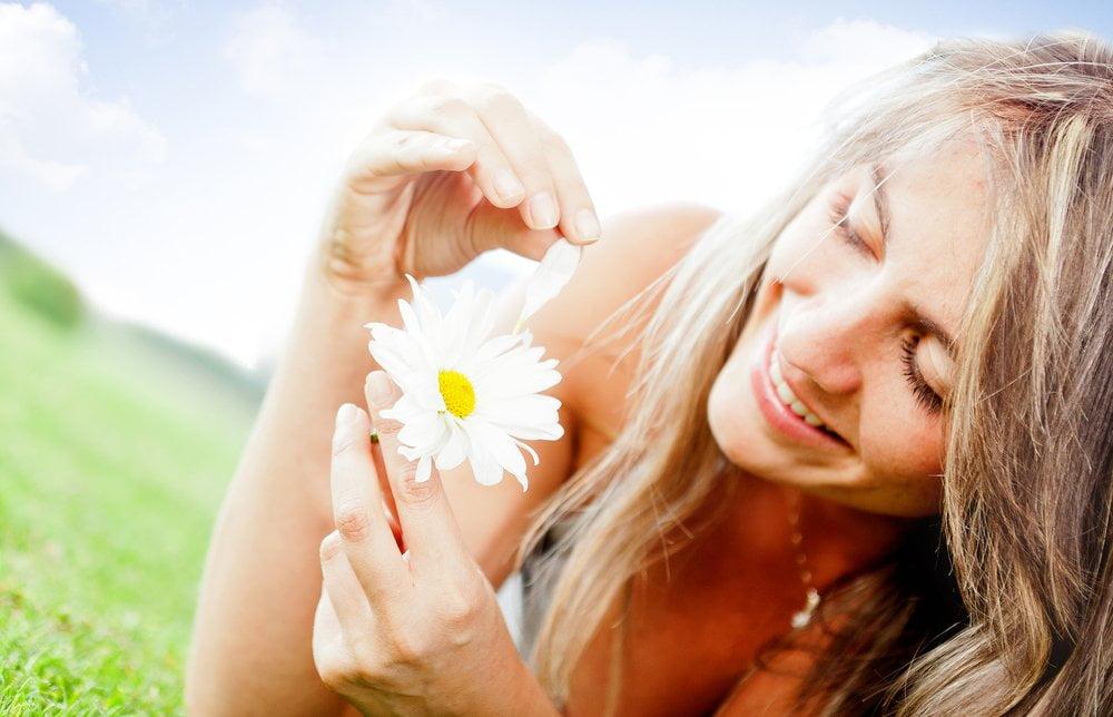 devojka cupa cvetic