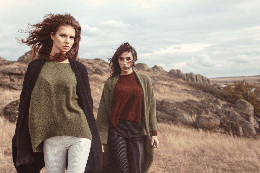 Dve žene u kardiganima