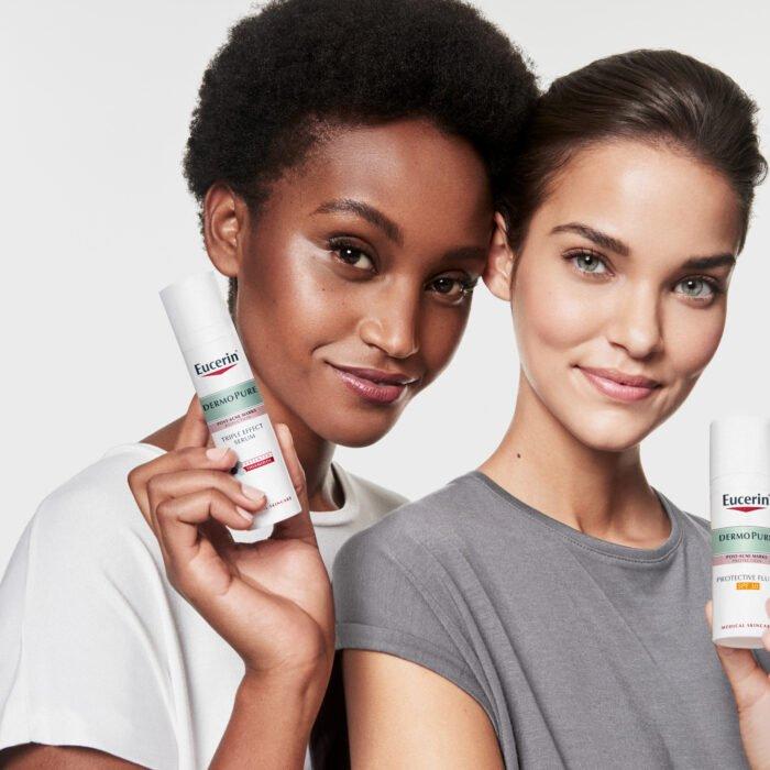 Dve žene sa Eucerin proizvodima u rukama