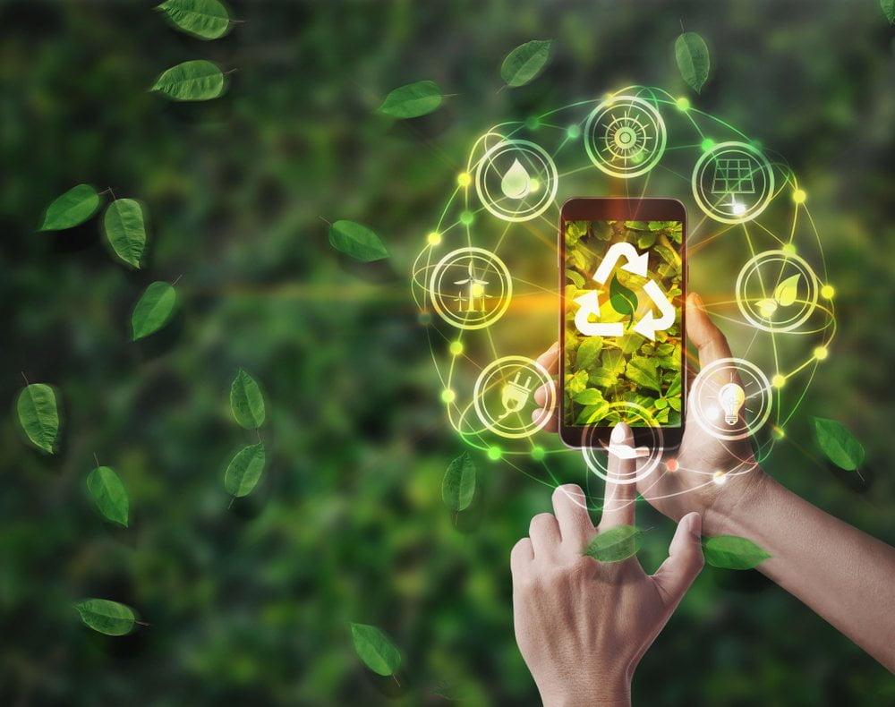 Pametni telefon i aplikacija za uređenje bašte